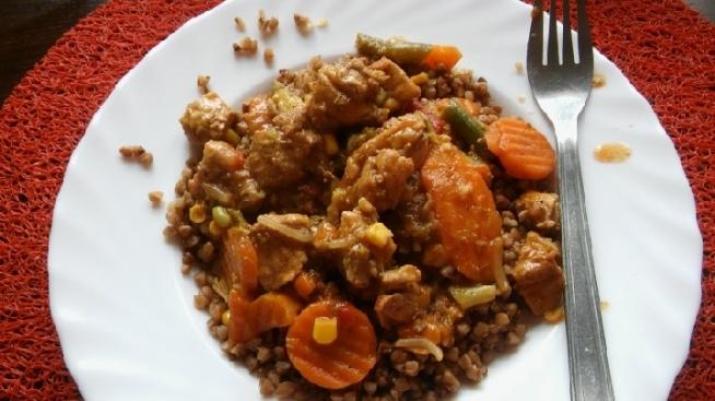 Pyszny zdrowy obiadek :) Kasza gryczana z mięskiem i warzywkami. :)