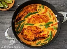 Kurczak w czerwonym sosie curry