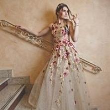 Suknia ślubna w haftowane k...