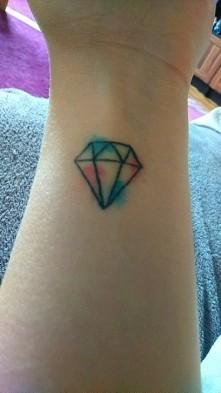 Mój tatuaż geometryczny z watercolor ;) Diament oznacza: niezniszczalność, władza, niewinność, czystość