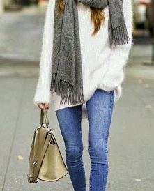 Biały sweter - Kliknij w zdjęcie aby zobaczyć więcej