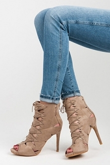 Już na Was czekają- zamszowe sandałki na szpilce :)