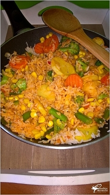 Szybki obiad. Pikantny ryż z warzywami.