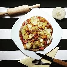 Dietetyczna pizza na patelni, prosta i szybka do wykonania. Przepis po klikni...