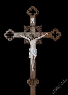 Stojący ołtarzowo-procesyjny krzyż z drewna