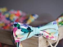 Kwiecista muszka w pastelowych kolorach