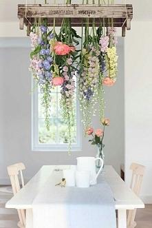 kawa pod takimi kwiatami musi pysznie smakować ♡♡♡