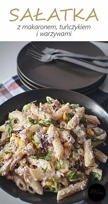 Sałatka z makaronem i tuńczykiem. Kliknij w zdjęcie i zobacz przepis.