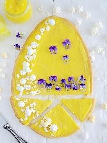 Prosty mazurek cytrynowy. Kruche ciasto, lemon curd, bezy, bratki Przepis na blogu, po kliknięciu w zdjęcie. Zapraszam :)