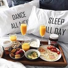 śniadanko do łóżka ;)