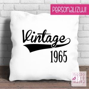 """Poduszka urodzinowa Vintage...  Vintage 1965? 1972? I mężczyźni i kobiety są jak wino! Styl vintage jest w modzie, więc podaruj na urodziny jubileuszową poduszkę!  Jak spersonalizować poduszkę? Zamów, a w """"komentarzu do zamówienia"""" napisz, jaki rok mamy na niej umiescić."""