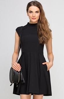 Lanti SUK143 sukienka czarna Elegancka i kobieca sukienka, rozkloszowany fason, góra dopasowana wykończona stójką