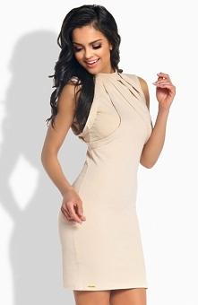 Lemoniade L186 sukienka beżowa Elegancka sukienka, wykonana z jednolitej dzianiny, dekolt ozdobiony paskami