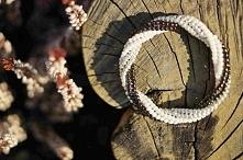 Bransoletka bangle wykonana ściegiem herringbone