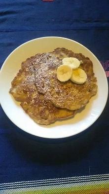 Bananowo-owsiane pancakes (zdjęcie moje) 2 banany 2 jajka 1 szkl. płatków owsianych 0,5 skl. mąki lub nawet mniej 2 kropelki aromatu waniliowego szczypta soli olej do smażenia B...