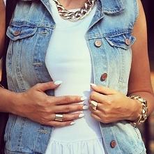 Jeans plus białe pazurki ✔