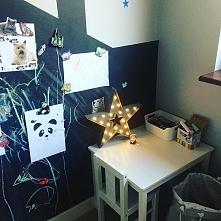 Domek tablicowy w pokoju dziecka. Dekoracje w pokoju dziecka. Aranżacja pokoj...