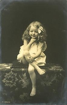 Fotografia uroczej dziewczynki z 1907r.