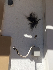 hiszpańscy elektrycy - lampa na tarasie ;) jak jebłuuu to aż podskoczyłam :) ...
