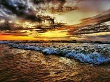 lubię wieczorami patrzeć na zachód słońca... czuje się wtedy tak blisko ciebie... przecież wiem,że robisz to samo...