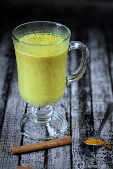 Kurkuma w kawie ? Owszem ! :)  Kurkuma Latte  Składniki:  1 szklanka mleka (n...