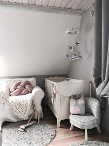 Poduszka supeł - pudrowy róż, w pokoju pewnej księżniczki :)