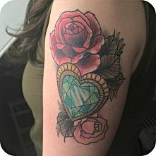 róza serce tatuaż