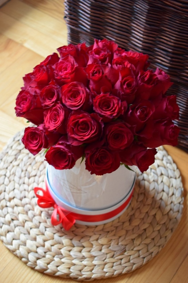 Kwiaty W Pudełku Bukieciarnia Szafir Mobilna Kwiaciarnia War Na