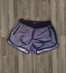 Nowe szare dresowe szorty z reserved. Po bokach mają kieszenie. W pasie ściąg...