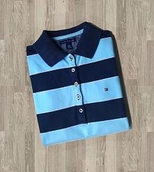 Oryginalna koszulka polo Tommy Hilfiger w granatowo-niebieskie paski. Jest w ...