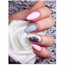 Piękne paznokcie z efektem akwareli i mandalą