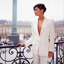 Biały garnitur = klasa