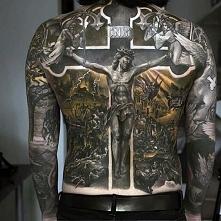 niesamowity tatuaż Chrystusa na krzyżu