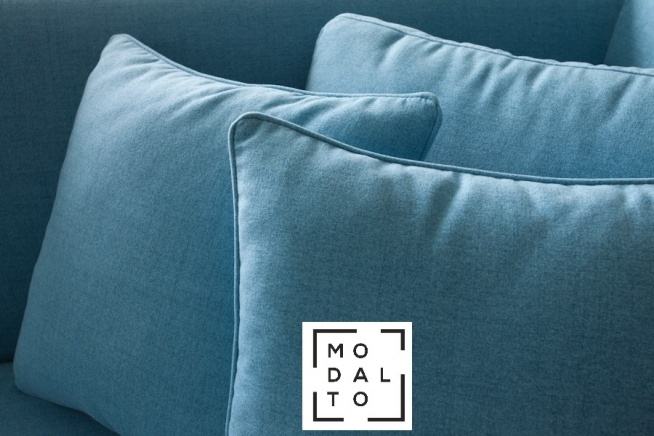 Narożnik NOXX Modalto Concept Prosta bryła, mnogość modułów i kombinacji oraz ponad 25 próbnik z szeroką paletą kolorystyczną tkanin pozwalają na stworzenie wielu kombinacji, gdzie ogranicza Nas tylko wyobraźnia. Sam zdecyduj czy Twoja kompozycja będzie stać razem czy będzie użytkowana niezależnie. Zapraszamy do Naszych salonów, gdzie można zobaczyć narożnik NOXX oraz zapoznać się z pełną ofertą tkanin: Warszawa, ul. Wiertnicza 92 Janki, Al. Krakowska 12