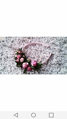 opaska z żywymi kwiatami jako inna opcja wianka komunijnego