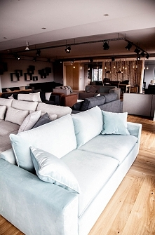 Modalto Concept Sofa Mac to minimalizm, elegancja i wygoda  dzięki szerokiemu...