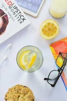 Czemu warto pić wodę z cytryną na czczo? Ten nawyk odmieni Twoje życie! Wszys...