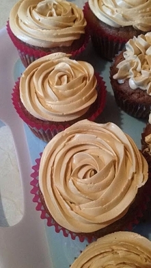 Przepis na muffinki czekoladowe z kremem kajmakowym - po kliknięciu w zdjęcie :)