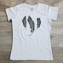 Koszulka PREMIUM z piórkami w specjalnej cenie 39,20 zł ! Dodatkowo, dodaliśmy w sklepie przesyłkę pobraniową od 13,50 zł ;) littlethings.pl