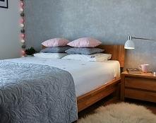Różowe dodatki w sypialni