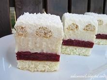 Bajka. Wilgotne i rozpływające się w ustach ciasto z masą karpatkową, bitą śm...