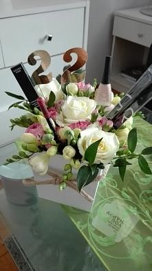 Pomysłowy flowersbox na 22 urodziny