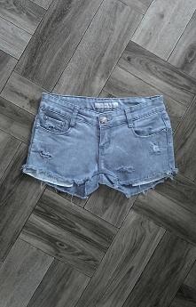 Piękne szare jeansowe spodenki z dziurami i postrzępionymi nogawkami NOWE