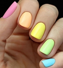 Odwiedź ladnepazurki.pl - poznaj modne inspiracje wzorów na paznokcie. Odwied...