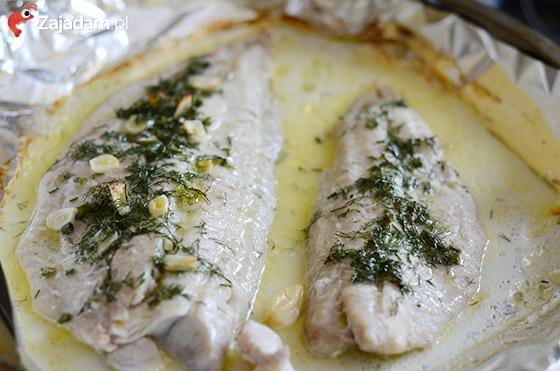 Pomysł na zapiekaną rybę w białym sosie chrzanowo-śmietanowym
