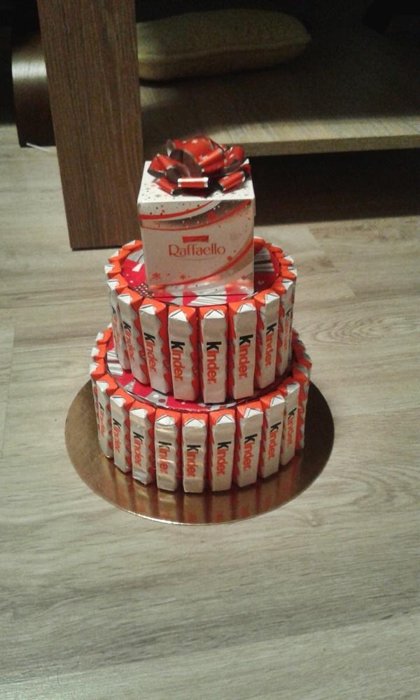 Tort w moim wykonaniu na urodziny chłopaka :) Potem doszła jeszcze wstążka, a całość zapakowana w przeźroczystą folię :) Radość z robienia i radość z dawania :)