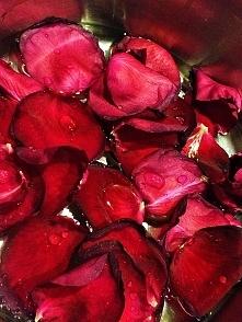 woda różana - robimy domowe kosmetyki.