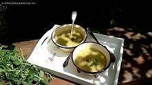 Pyszna i szybka zupa krem ze szparagów z kurkumą i imbirem