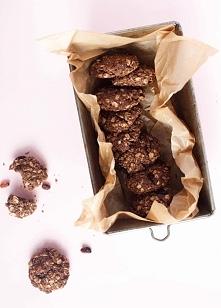 Kakaowo-kokosowe ciastka owsiane z rodzynkami