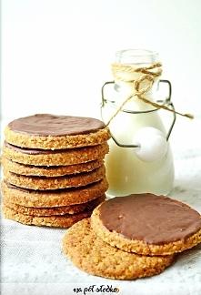 Razowe ciastka digestive bez cukru (słodzone ksylitolem). Również w wersji we...